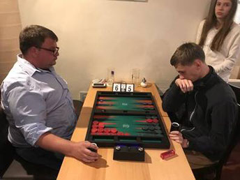 Oliver Plaehn (links) im spannenden Finalmatch gegen Zdenek Zizka