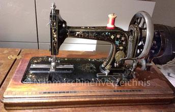 Husqvarna Freja, Geradestich-Langschiff-Nähmaschine, Flachbett mit Handkurbel, Baujahr ca. 1890, Hersteller: Husqvarna, Schweden (Bilder: B. Albrecht)