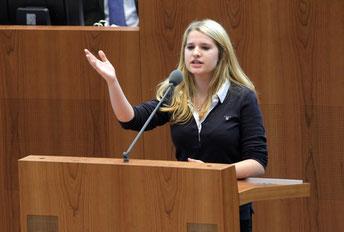 Celina Müller greift die grüne Rauchverbotspolitik an.