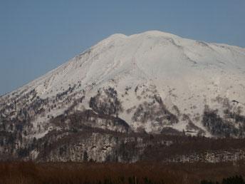 比羅夫ルート、先週5/10の様子しっかり山頂まで雪がついていた。