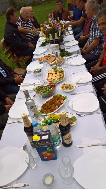 Abends waren wir bei Sascha, dem Mitbegründer von Nadeshda, eingeladen. Solch eine Gastfreundschaft. Einfach umwerfend.