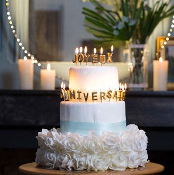 decoration-gateau-anniversaire-adulte-bougies-joyeux-anniversaire-dorees