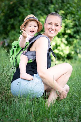 Huckepack Onbuhimo Rückentrage, stufenlos mitwachsend, einfach und schnell anzulegen, Babytrage für den Sommer.