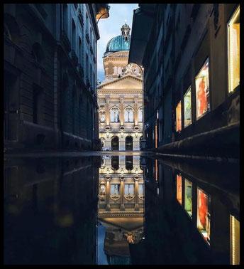 Bundeshäusle by _bernstagram_Fotograf: @mirrorsonthestreets