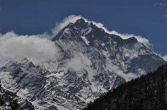 荘厳な山塊(ネパール/ゴンパ・ルンダン)(全紙)