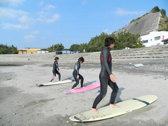 定例会も一緒に!波は無かったですが、しっかり陸トレ&パドリング、波待ち、ボードでのバランス等行いました。