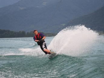 wakeboarden bei Wassersport Engel am Wolfgangsee