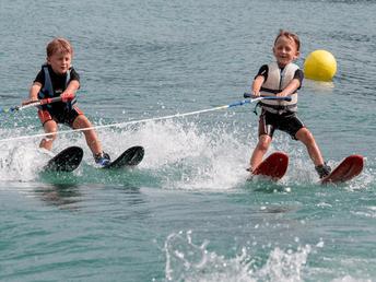 Wasserski fahren bei Wassersport Engel am Wolfgangsee
