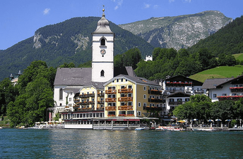Mit dem Motorboot  von Wassersport Engel nach St.Wolfgang