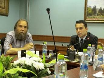 Billede ovenfor: Chefideolog Alexander Dugin sammen med Gábor Vona fra det ungarske fascistparti Jobbik