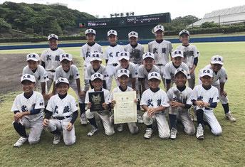 九州スポーツ少年団軟式野球交流大会で優勝した少年武蔵=20日、浦添市民球場(提供写真)