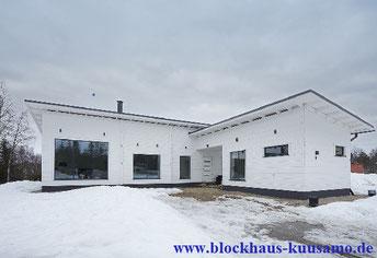 Architektenhaus - Blockhaus bauen- Holzhaus in Weiß - Architekt und HOAI -Baunebenkosten - Bauantrag - Baugenehmigung