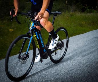 Das e-Rennrad eignet sich für sportliche Fahrer, die ihre Leistung noch steigern möchten
