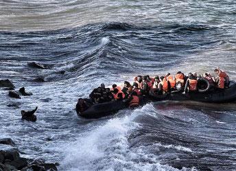 Die Überfahrt der Flüchtlinge in Schlauchbooten von der Türkei auf die griechische Insel Lesbos ist lebengefährlich. © AFP