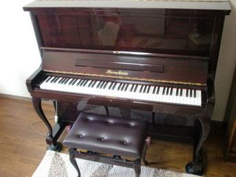 猫足でバロック調の可愛くて素敵なピアノ・・・