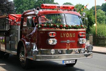 reservierung big red firetruck in hamburg f r deine hochzeit. Black Bedroom Furniture Sets. Home Design Ideas