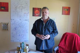 Éric Barthelemy est magnétiseur, rhabdomancier et écrivain public.