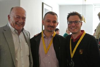 Clubpräsident Udo Rogotzki (links) mit den Siegern in der Nettoklasse B: Dirk Herrmann (rechts) und Armin Engels - © Golfclub Reutlingen-Sonnenbühl e.V