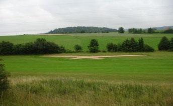 Der Fairway-Bunker auf der Bahn 9 in Form des Clublogos - © Golfclub Lauterhofen e.V.