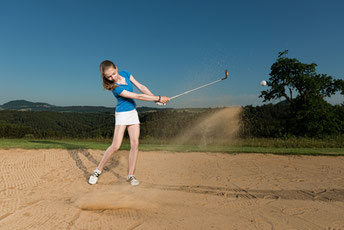 Kraftvoll durch den Sand! Vivienne Bühle im Bunker - © Jens Schamberger