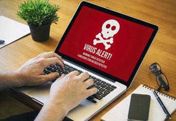 Laptop mit dem Warnhinweis einer Virenmeldung