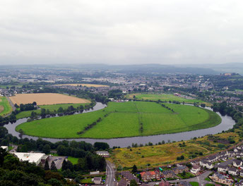 Flussschleife des Forth in Stirling am Wallace Monument