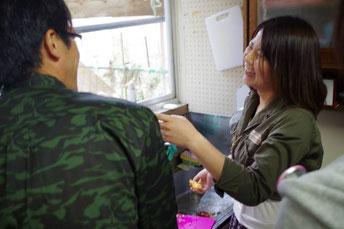 地元の方と九州の学生が食事を共につくることにより交流する。