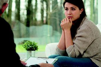 Symbolbild einer Frau in einer Beratungsstelle