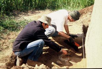 Sondage d'étude et de diagnostic sur les bases du petit menhir du Plessis - Le Bernard - Vendée