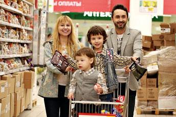 Familie einkaufen Supermarkt