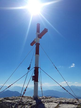 Warscheneck Gipfelkreuz nach dem Aufstieg von der Wurzeralm über den Südost-Grat, weiter zum Lienzer, dem Toten Mann, der Roten Wand und zurück zur Wurzeralm