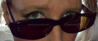 Zarahzeta mit Sonnenbrille