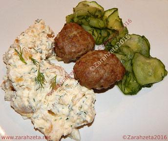 Schwedischer Kartoffelsalat mit Frikadellen und Gurken