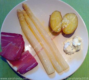 Spargelgericht mit Schinken und Kartoffeln