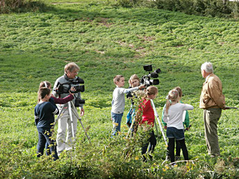 Vorbereitung der Filmaufnahmen unter der Anleitung von Herbert Dohlen