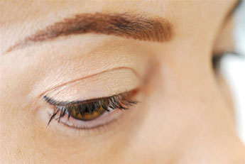 Permanent Make-Up Detail Auge Lidstrich