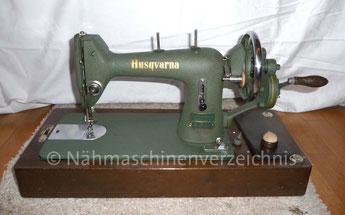Husqvarna Geradestich-Nähmaschine, Flachbett mit Handkurbel, Hersteller: Husqvarna Viking, Schweden (Bilder: I. Weinert)