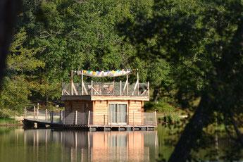 cabane flottante dordogne