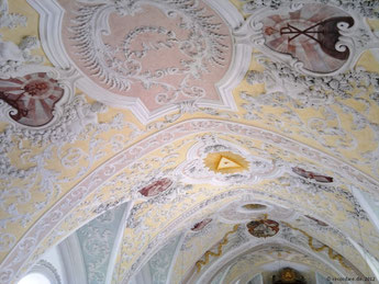 St. Emmeram, reich ausgeschmücktes Deckengewölbe