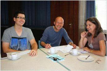 Das Bild zeigt (von links) Petrit Hamiti, Bernhard Kaburek und Marie Krautschneider-Trögl bei einer ihrer notwendigen Terminbesprechungen.