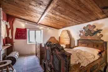 Schöne Bettstätten im Engadinerhaus