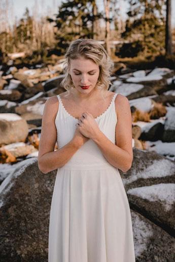 """Kleid """"Kaia"""" schlichtes Brautkleid aus Spitze"""