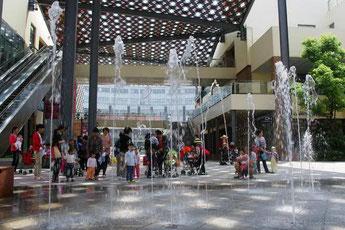 郊外型ショッピングモール噴水広場
