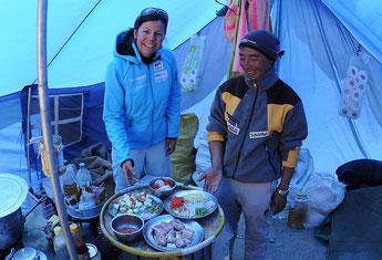 Unser Koch Sitaram mit Gerlinde