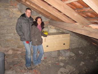 Familie Hoffmann aus Kleinblittersdorf stellte unter ihrem Dach einen Platz für einen Schleiereulenkasten zur Verfügung
