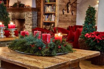 Adventkranz mit roten Kerzen