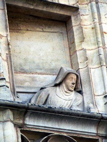 Son épouse, Macée de Léodepart