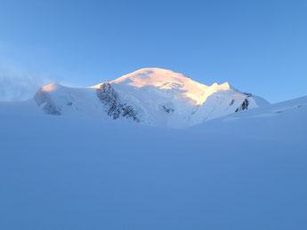 Magique! A la sortie de l'Arête N, le Roi Mont-Blanc se dévoile...
