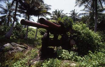 ウオッチェ島に残る旧日本軍沿岸砲台跡(1991年)