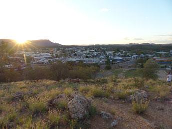 Alice Springs et les Mc Donnell's en fond